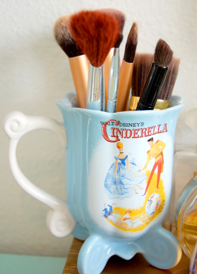 mug-brushes-makeup-vanity-vandi-fair-decorating-interiors-disney-cinderella-blog-fashion-blogger